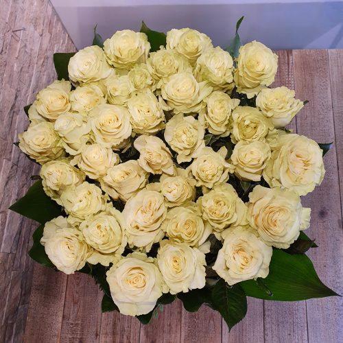 Brassée de fleurs pièce de deuil